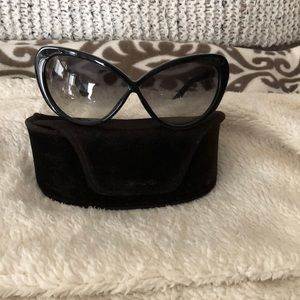 9fa1bb380021 Tom Ford Accessories - Authentic Tom Ford Madison design sunglasses